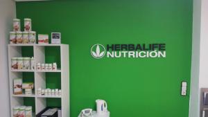 impresionarte-xativa-nutricion-herbalife-centro-bienestar-oficina-trabajo-pared-letrero-rotulo-verde